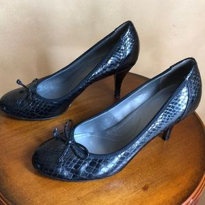 Tahari black pumps size 8.5 with bow